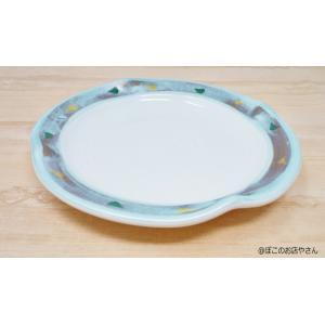 白生地の縁をちょいとつまんだような変形皿で、縁に刷毛目がついています。 ケーキ、パン、メインティッシ...