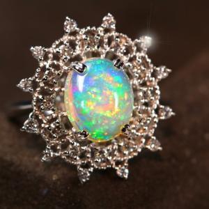 エチオピア産ウェロオパール2.6ct  ダイヤモンド0.48ct  プラチナ  リング(指輪)【宝石鑑別書】 premium-outlet
