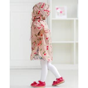 ポンチョ風レインコート。 折りたたんでコンパクトにできるポーチ付きで持ち運びも簡単。 雨が降りそうな...