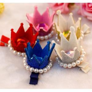キラキララメとパールをあしらった可愛い王冠ヘアクリップ。 お誕生日会や発表会、結婚式などのアクセント...