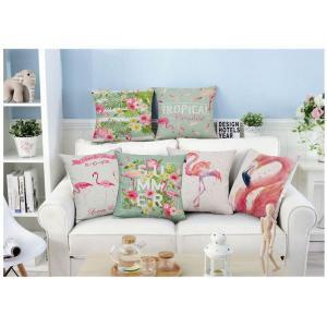 フラミンゴデザインがオシャレで可愛いクッションカバー。 置いておくだけでもとてもおしゃれな雰囲気に。...