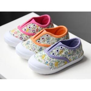 小花柄が女の子らしいデザイン。 ソール部分も柔らかく、とても履きやすい。 お洒落で可愛い。ギフトにも...