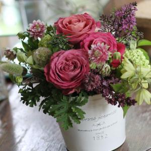 【クール便送料別】ピンク系ブリキアレンジメント「rose pink」(縦長鉢)|pualani-flowers