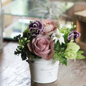 【クール便送料別】ベージュピンク系アレンジメント「smoky pink」|pualani-flowers