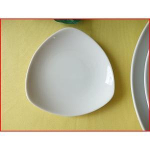 トライアングル12cm醤油皿/白い食器 銘々皿 美濃焼 小皿 和食器 おしゃれ 陶器\ puchiecho