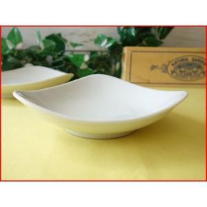 トライアングル13cmごまだんごトレー/白い食器 銘々皿 美濃焼 小皿 和食器 おしゃれ 陶器\ puchiecho