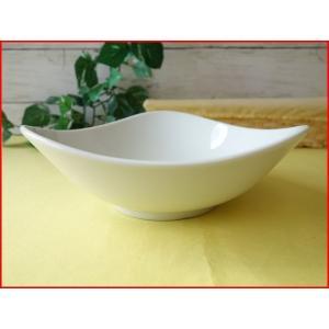 トライアングル19cmサラダボール/白い食器 カフェ食器 取り鉢 中鉢 盛り鉢 陶器 ボウル\ puchiecho