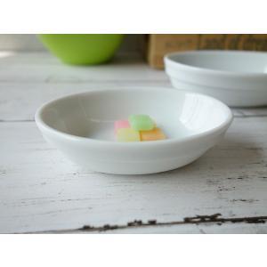 高級白磁材質! スタッキング8cm楕円ココット皿(小) (オーバル スフレ皿 陶器 調味料入れ 白い食器 小鉢 おしゃれ 美濃焼 日本製)|puchiecho