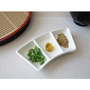 とっても小さな3つ仕切り皿/薬味皿/小皿 豆皿 珍味皿 おしゃれ 中国製|puchiecho