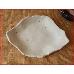 雪粉引き18cm手造り風木の葉取り皿/菓子皿 銘々皿 美濃焼 小皿 和食器 おしゃれ 陶器|puchiecho