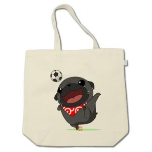 カラー他選べる サッカーをするパグ(黒パグ)コットントートバッグ(ぱぐ グッズ)|pugbiiki