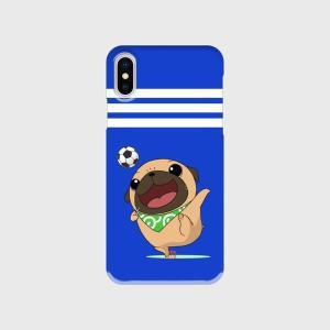 【側面クリアケース】サッカーをするパグ(フォーン)のブルーなハードiphoneケース|pugbiiki