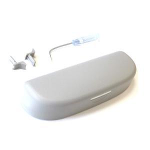 車内でのメガネやサングラス、小物の収納に便利な収納ケースです。(社外品) 【適合車種】 ヴェゼル(2...