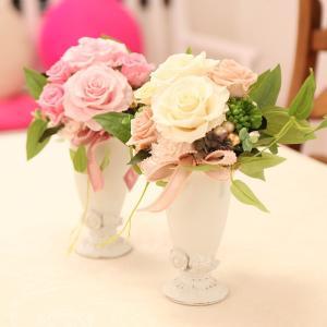ウェディングブーケのような清楚なイメージです。 大輪の花の花びらを一枚ずつ開花させ、表情のあるアレン...