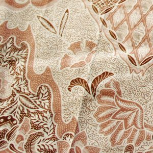伝統柄ながら上品な色合いのバリのプリントバティックです♪  インドネシア伝統工芸品のひとつ、バティッ...