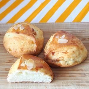 桃とクリームチーズスコーン quignon