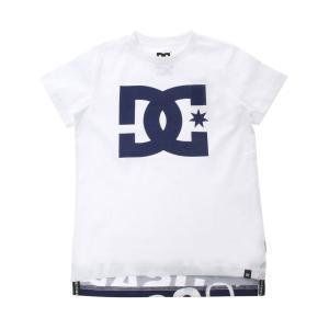 センターのビッグロゴが目を引くTシャツ。後ろの裾が長めになっていて、グラフィックがカッコよくプリント...
