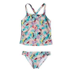 夏らしい柄が印象的なキッズ用水着です。お腹がちらりと見えるデザインで、可愛らしく、健康的な印象を与え...