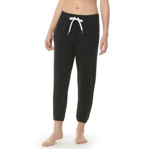 股下のたるみ感がすっきりとカラー切り替えのブラックで解消された美脚効果ありのパンツです。バックポケッ...