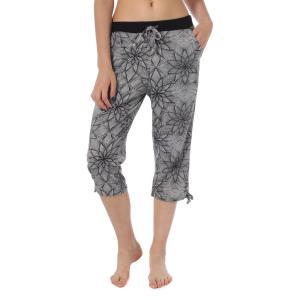 裾の紐を絞れば膝下の丈感を調節することができる7分丈パンツ。ゆとりのあるシルエットが動きやすく、軽い...
