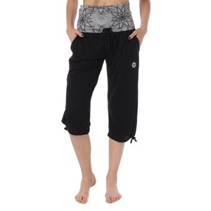 ウエストを折り返してもくしゅっとさせても着れる、ゆったりしたサイズ感のパンツ。柔らかい素材感なのでは...