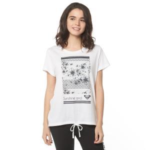 淡いカラーの柔らかな素材で優しい雰囲気のするTシャツです。フロントに配したスクエアーに切り取られたプ...