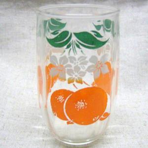 アンティークスワンキーグラスフルーツ(オレンジ)、オレンジと花柄の可愛いガラスコップです。創業903...