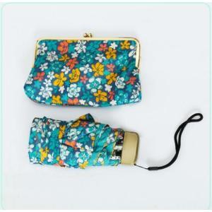 雨の多い季節、旅行時に コンパクトで持ち運びしやすい傘を バッグに入れておけば いつ雨が降っても安心...