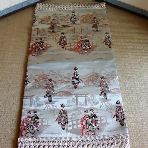 テーブルセンター(中) 西陣織 【舞妓】【7201】 【送料無料!】|rakusaicollection