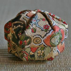 高台寺所蔵秀吉陣羽織鳥獣文様綴織 ねじり香合|rakusaicollection