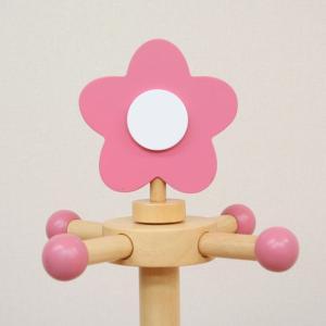ブラウンのクマ顔・ピンクの花・イエローの星型がトップに付いた子供用のポールハンガーです。  ヘッド、...