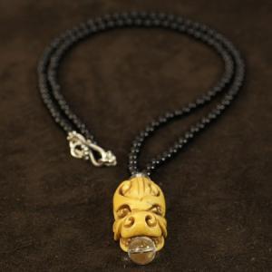 チベット ヤクの骨 龍(ドラゴン) 水晶玉 ブラックオニキス シルバーペンダント|ネックレス|チベット密教|彫刻|携帯ストラップ|手作り メール便対応可|rapanui