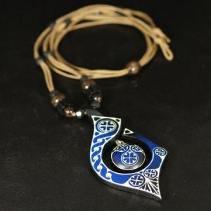 アイヌ紋様 エリマキ 彫刻 ロウ引き紐 ネックレス ブルー 長さ調整可能 ウッドカービング カムイ 神威 北海道 手彫り ペンダントトップ 和柄 rapanui