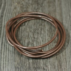卸価格販売 レザーコード(革紐)丸型 牛革 直径2.5mm×1m ブラウン(茶色)|ネックレス|チェーン|アクセサリー用|素材 メール便対応可|rapanui