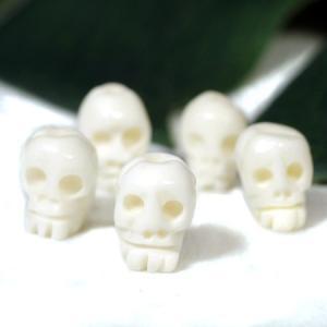 チベット密教 ヤクの骨 スカル(ドクロ) 彫刻 ビーズ 5個セット ホワイト|カービング|手作り メール便対応可|rapanui