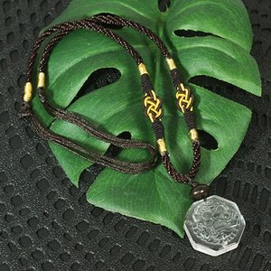 一点物 風水 貔貅(ヒキュウ) 彫刻 水晶 中国紐 ネックレス 長さ調整可能|天然石 メール便対応可|rapanui