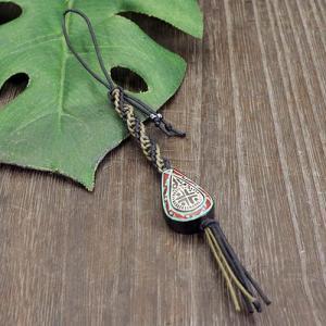 アイヌ紋様 エリマキ 彫刻 ロウ引き紐(緑) 携帯ストラップ ウッドカービング カムイ 神威 北海道 手彫り 和柄 メール便対応可 rapanui