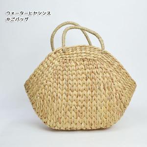 水草の一種、ウォーターヒアシンスで編まれたかごバッグ。 形が可愛い♪大きめサイズのカゴバッグ。 お買...