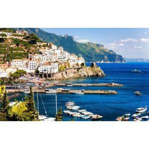 絵画風 壁紙ポスター  アマルフィの風景 イタリア アマルフィ海岸 世界文化遺産 桟橋 マリーナ 海 キャラクロ AMLF-002W2 (ワイド版 603mm×376mm)|real-inter