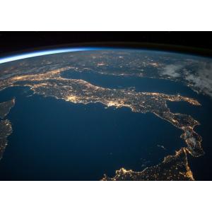 絵画風 壁紙ポスター  地球 イタリア半島 地中海 宇宙ステーション 天体 キャラクロ ERT-005A1 (A1版 830mm×585mm)|real-inter