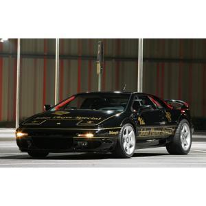 絵画風 壁紙ポスター  ロータス エスプリ V8 GT John Player Special仕様 2002年 3.5L V型8気筒ツインターボ Lotus LESP-009W1 (ワイド版 921mm×576mm)|real-inter