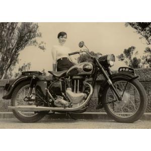 絵画風 壁紙ポスター  メグロ 500 Z7 スタミナ 1956年 ヴィンテージ バイク オリジナル キャラクロ MGR-001A2 (A2版 594mm×420mm)|real-inter