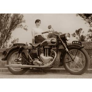 絵画風 壁紙ポスター  メグロ 500 Z7 スタミナ 1956年 ヴィンテージ バイク セピア キャラクロ MGR-002A1 (A1版 830mm×585mm)|real-inter