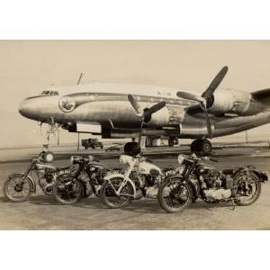 絵画風 壁紙ポスター  秘蔵 メグロ 単車 ラインナップ 4台 1950年代 ヴィンテージ バイク キャラクロ MGR-004A2 (A2版 594mm×420mm)|real-inter