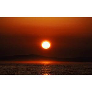 絵画風 壁紙ポスター  日の出の太陽 朝焼け 絶景 神秘 癒し パワー 瞑想 キャラクロ SSRS-009W2 (ワイド版 603mm×376mm)|real-inter