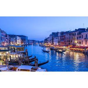 絵画風 壁紙ポスター  ヴェネツィアの夜景 水の都 運河 カナル・グランデ ゴンドラ ベニス ベネチア イタリア VNEZ-005W2 (ワイド版 603mm×376mm) real-inter