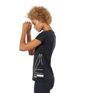 Reebok独自のクールタッチファブリックACTIVCHILLのグラフィックショートスリーブTシャツ...