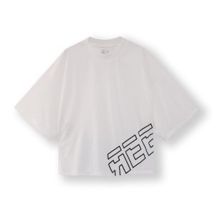 吸水速乾に加え脱臭機能も付いた、エコピュア素材を使用したヨガTシャツです。トレンドのクロップド丈に、...