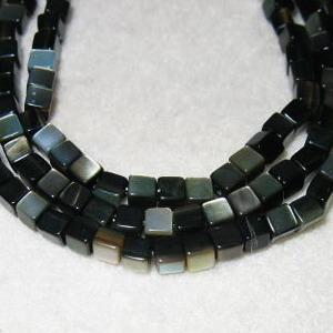 マザーオブパール・キューブ3mm・ブラック・10個分 regalo-gemstone