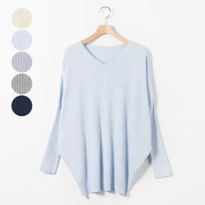 【ワイドリブVネックニット】  リブ編みが表情を作り出すニットは程よい厚みの生地感で、ふっくらと柔ら...